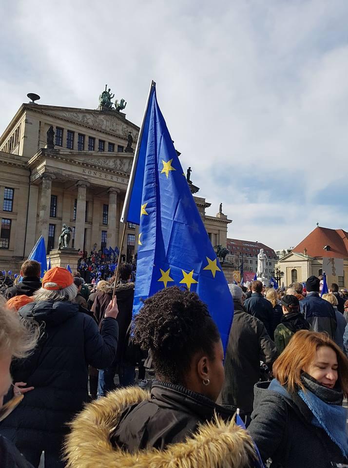 Links, modern sucht… ein klares Ja zuEuropa